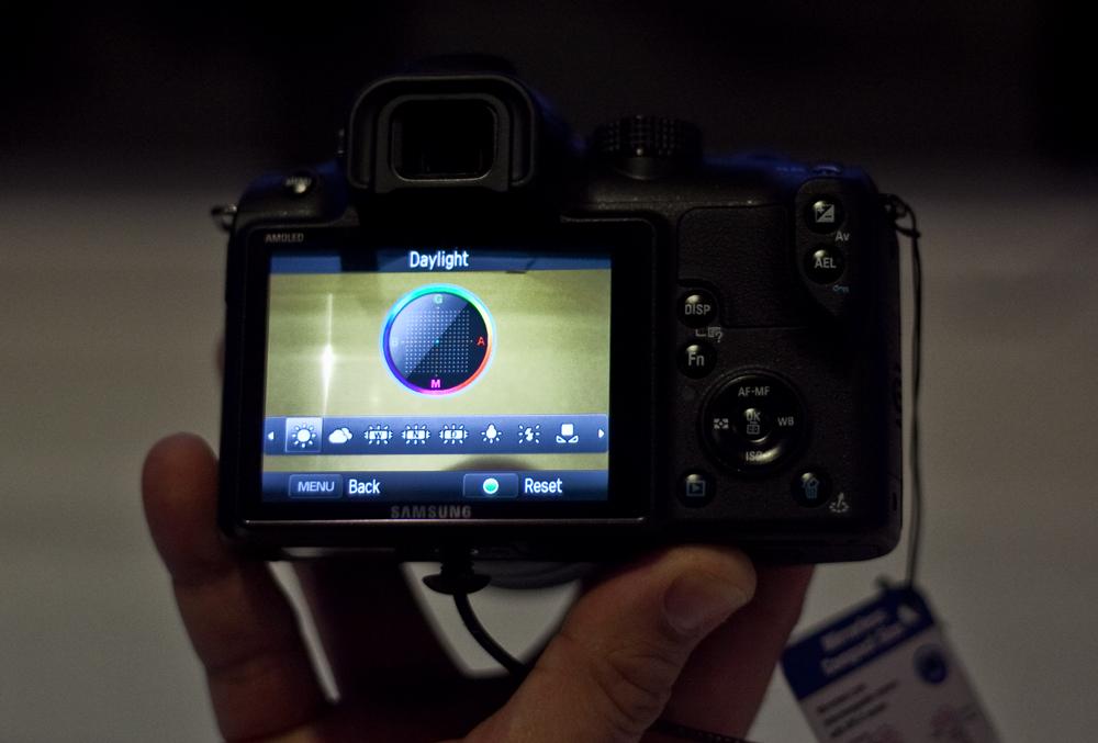 Samsung-NX10-WB-display