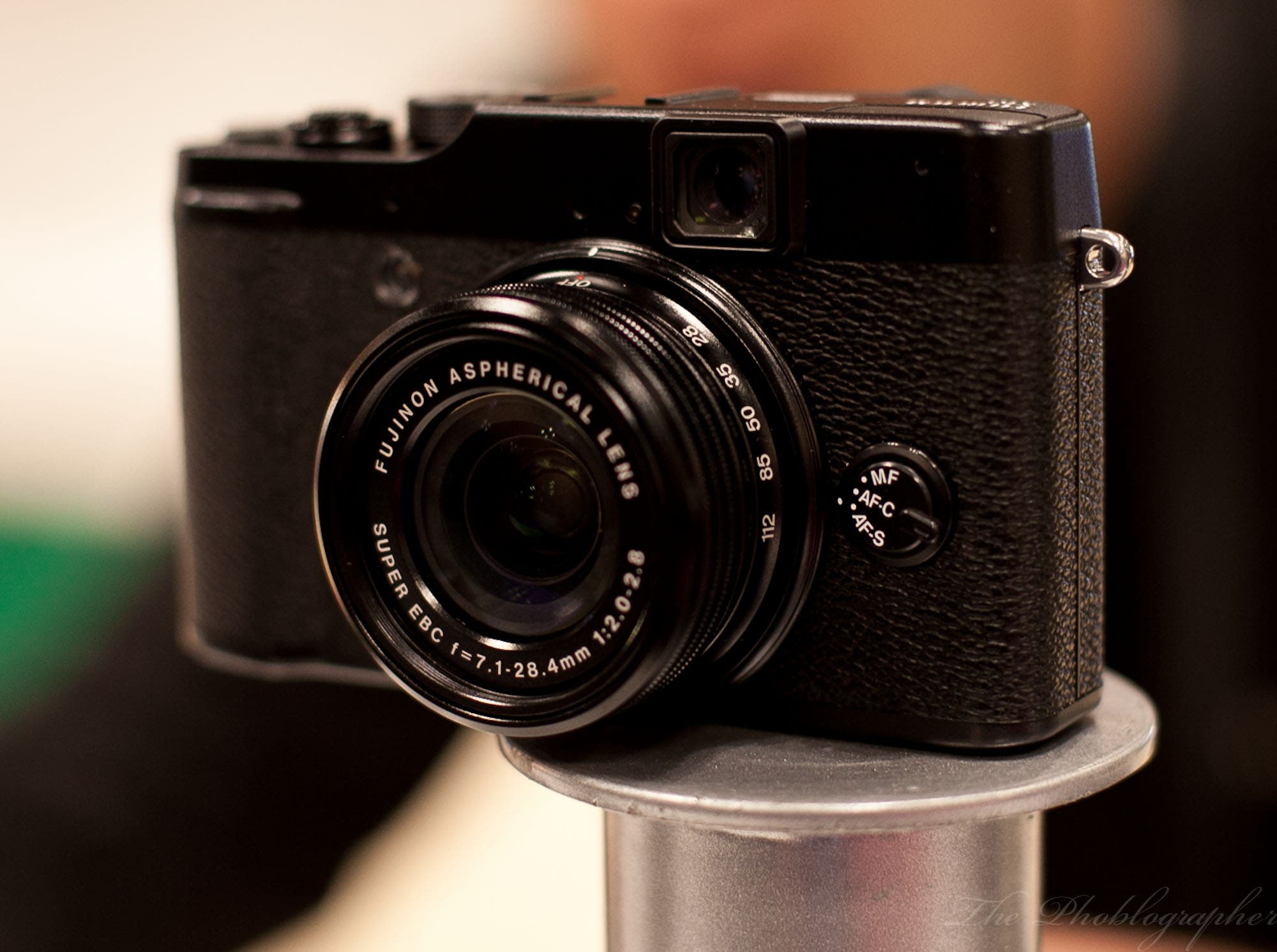 EXCLUSIVE Hands On Review: Shooting a Party with the Fuji X10