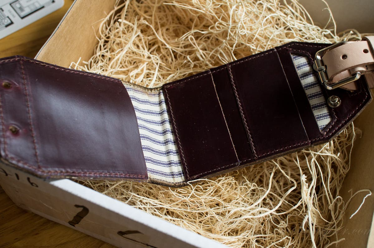 First Impressions: HoldFast Gear Luggage Tag Wallet