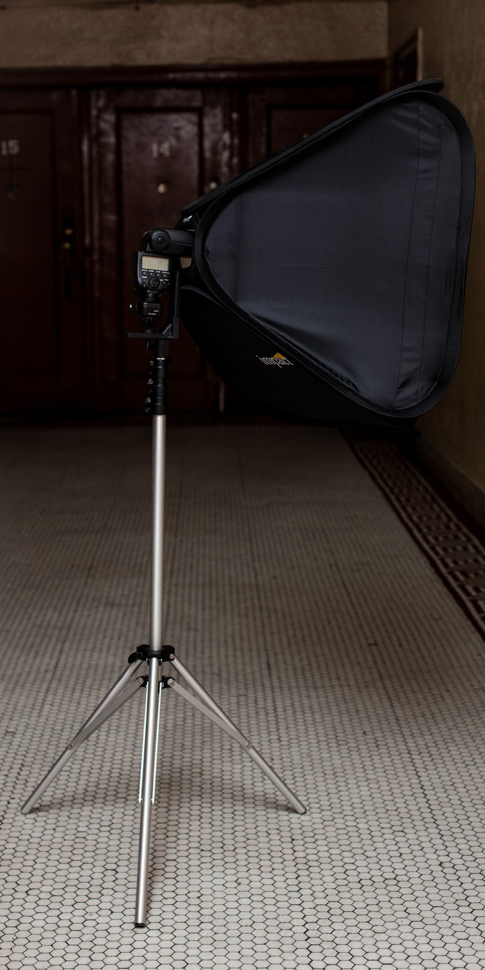 Review: Impact Quikbox Softbox for Hot Shoe Flashes (24 x 24)