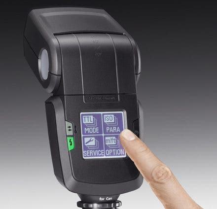 Metz's New 52 AF-1 Flash Encourages You to Get Fingerprints on its Touchscreen