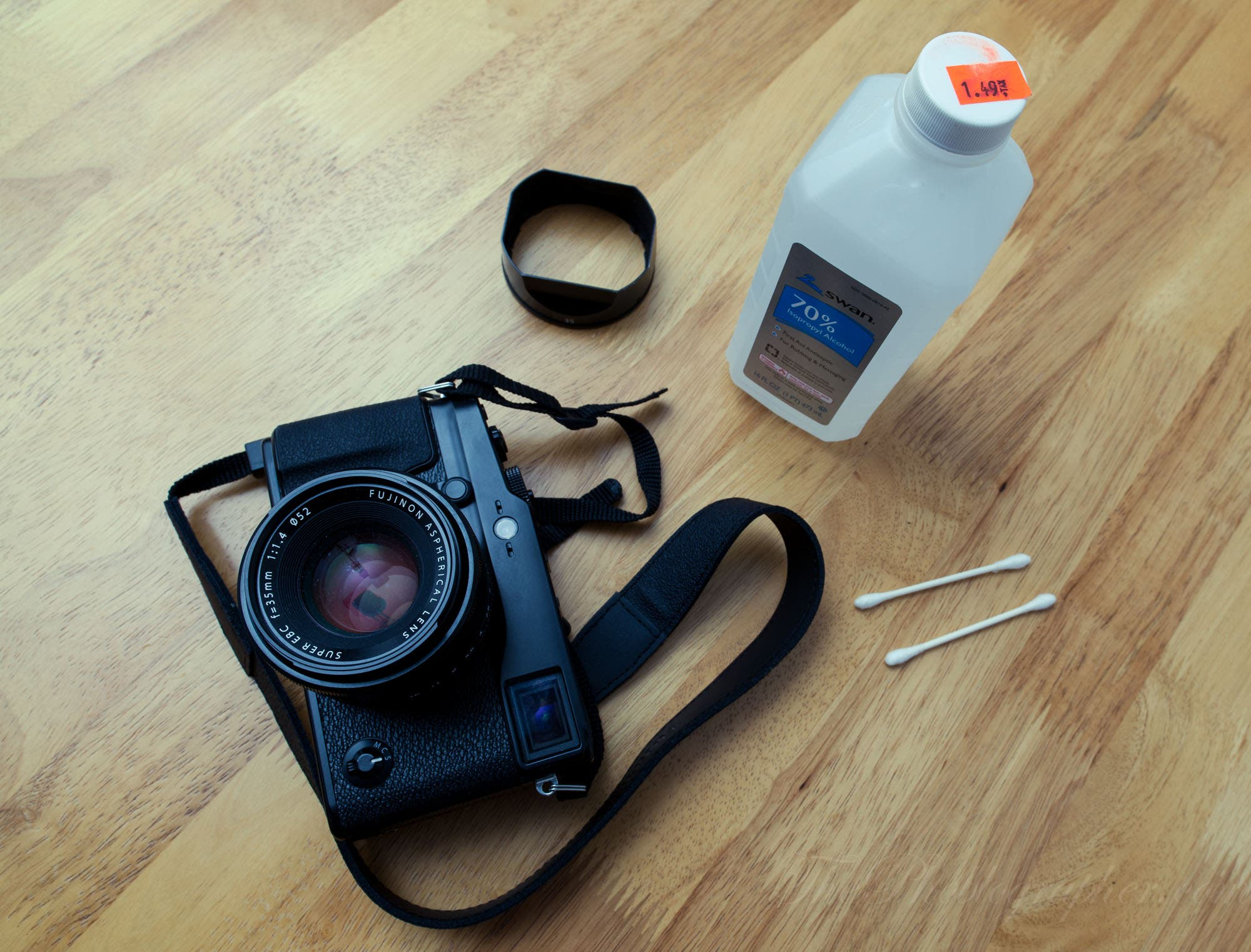 Useful Photography Tip #48: Autofocus Not Working Perfectly? Clean Your Contacts With Isopropyl Alcohol