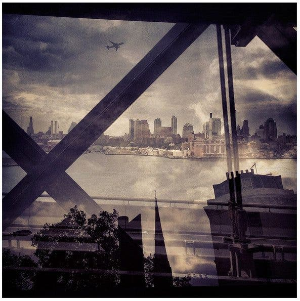 Daniella Zalcman's New York and London Juxtaposition Photos (12 of 13)