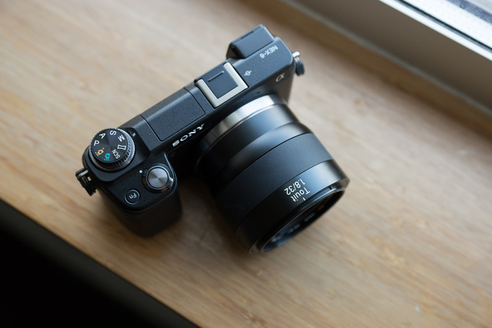 zeiss touit 32mm no hood
