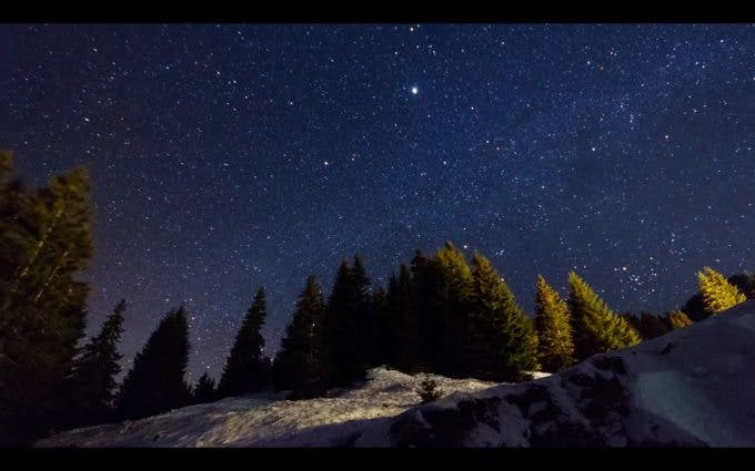 This Tutorial Video Makes Night Sky Time Lapse Shooting Look Easy