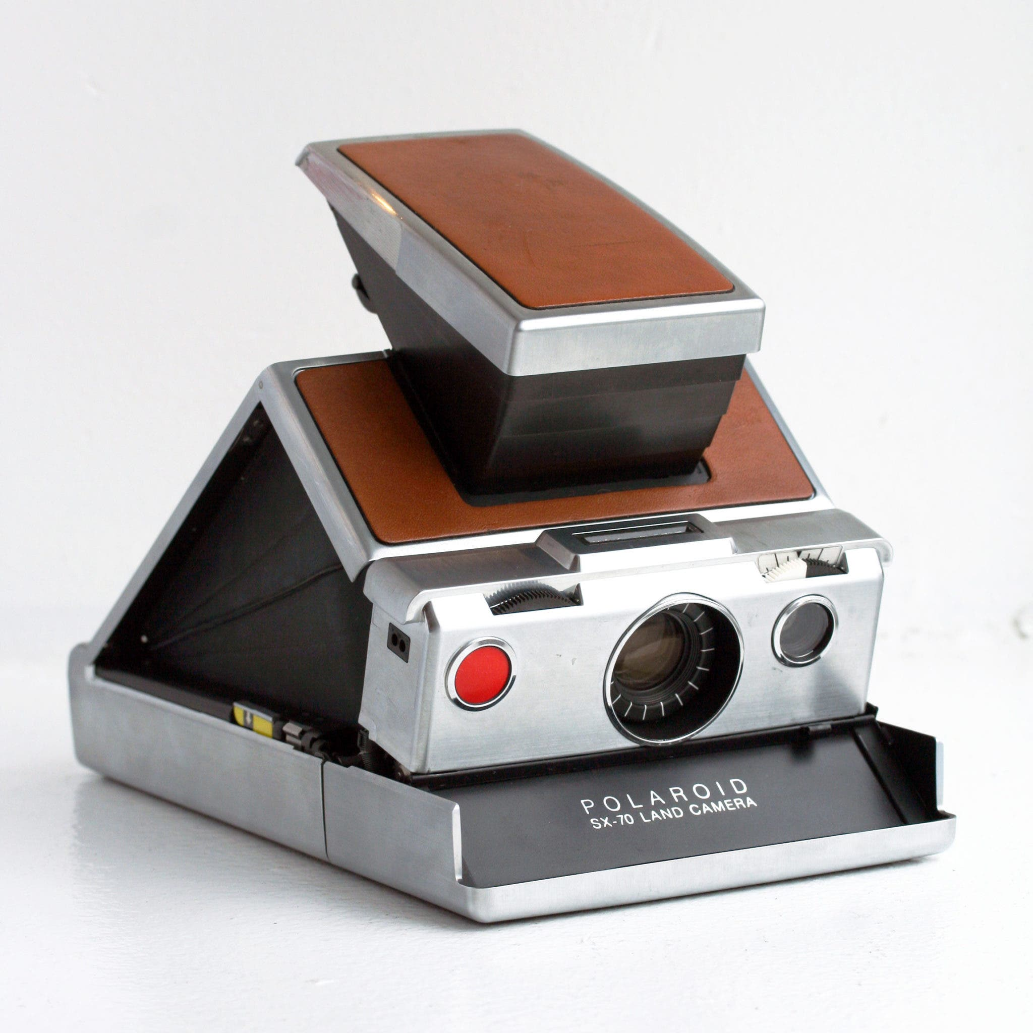 Gaze in Awe at Some of the Earliest Polaroids From the SX-70 Land Camera