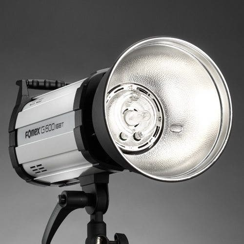 The Fomex G600 Monolight Lights Up at a Blisteringly Quick 1/8000 of a Second