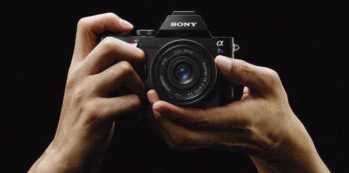 Sony A7s hands