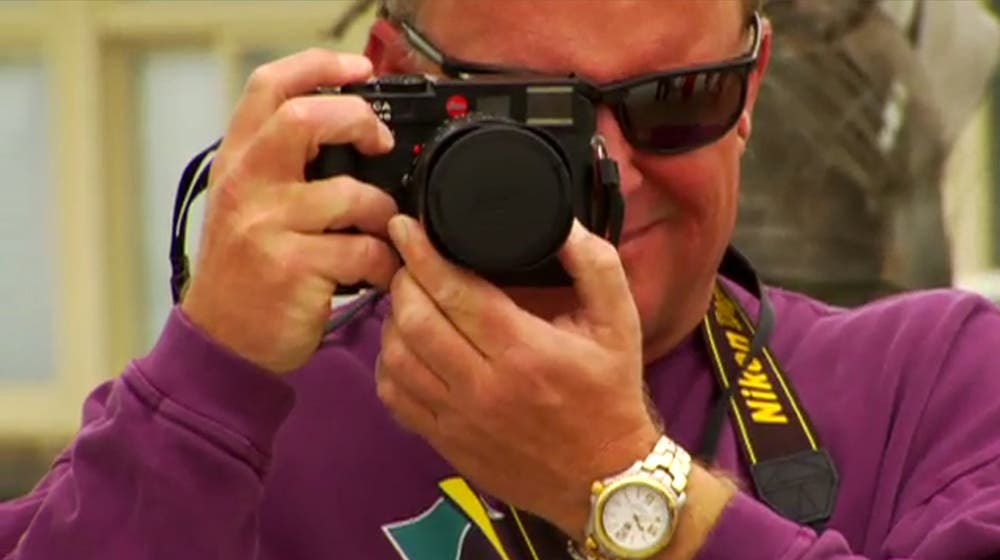 Photographer Forgets to Remove Leica M Lens Cap, Shoots 10 Perfectly Black Frames
