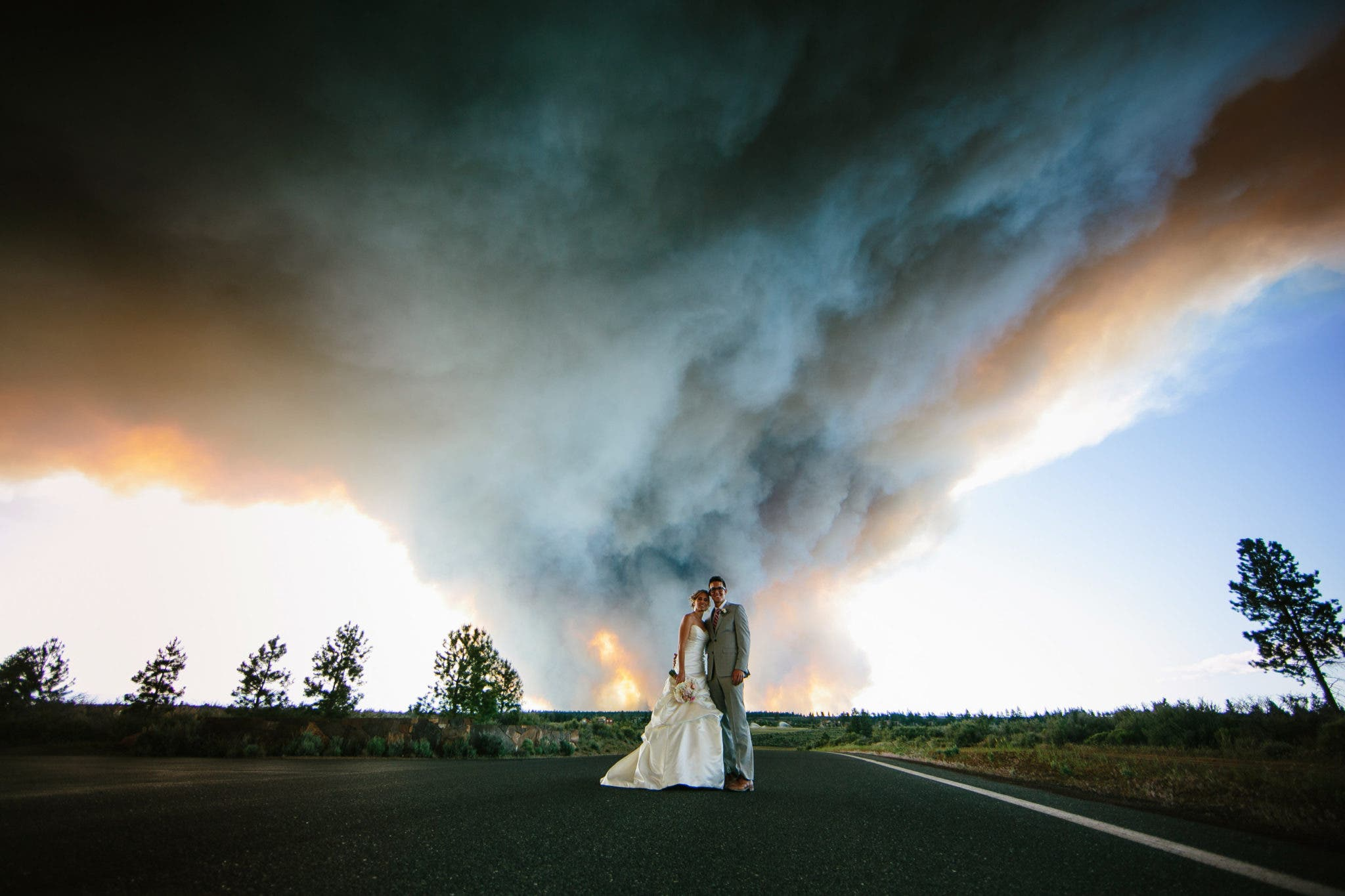 Wedding Photographer Turns Approaching Wildfire into Newlyweds' Photographic Gold