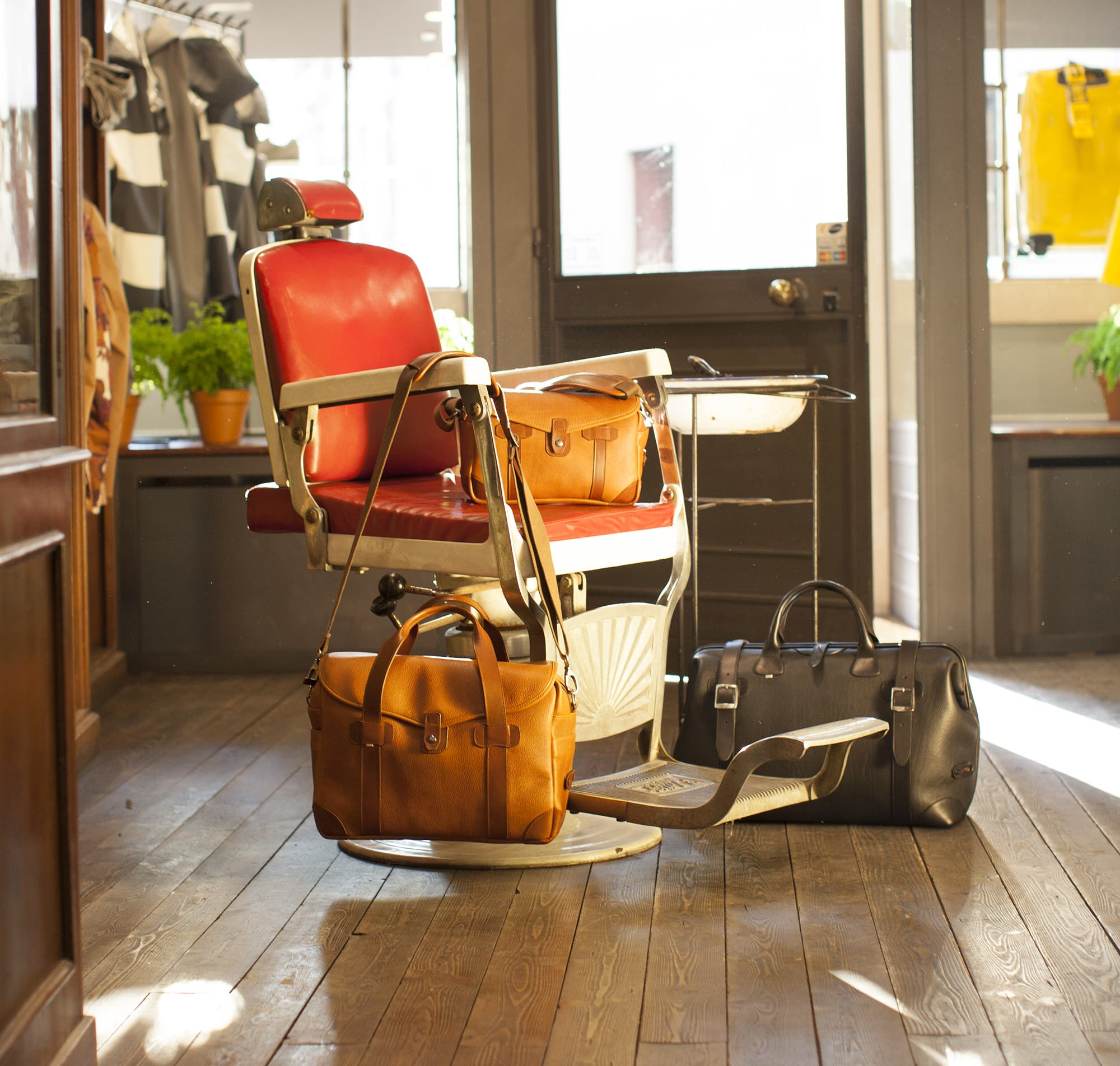 Barber Shop Camera Bags Are Made From Classy Italian Leather 4fa4d16fb6