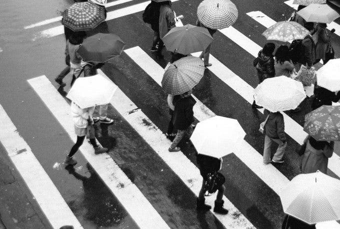 Jimmy Yang's Black and White Street Photos in the Rain
