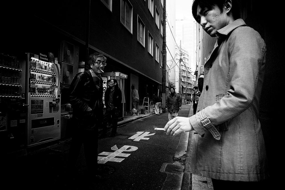 hiroki fujitani black and white street photography in japan. Black Bedroom Furniture Sets. Home Design Ideas