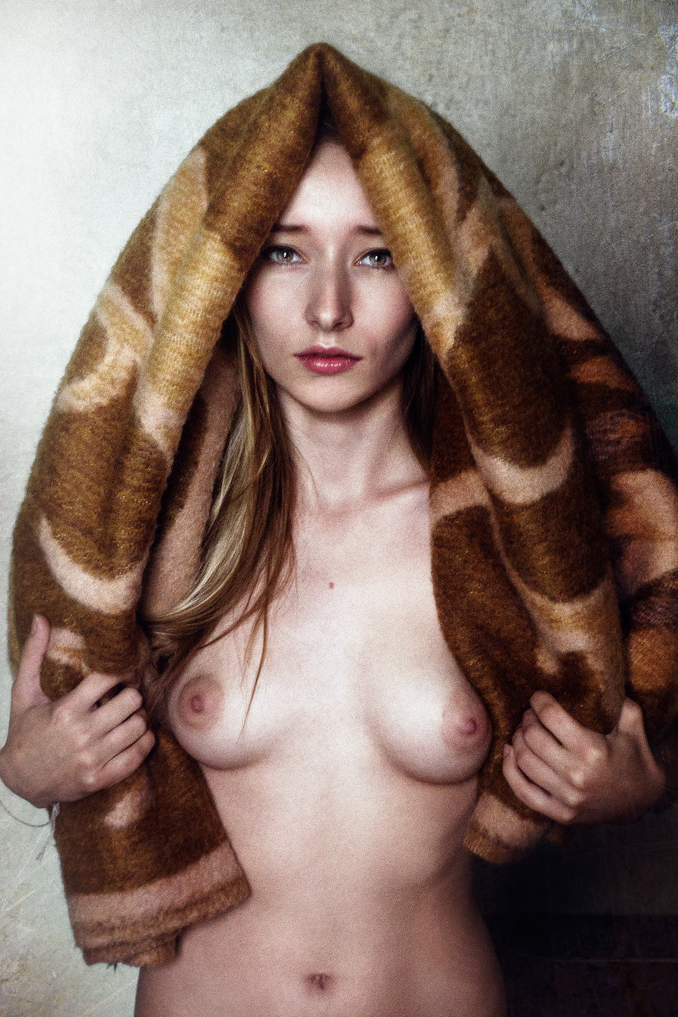 Alena-Arthouse-covered-with-a-rug-2