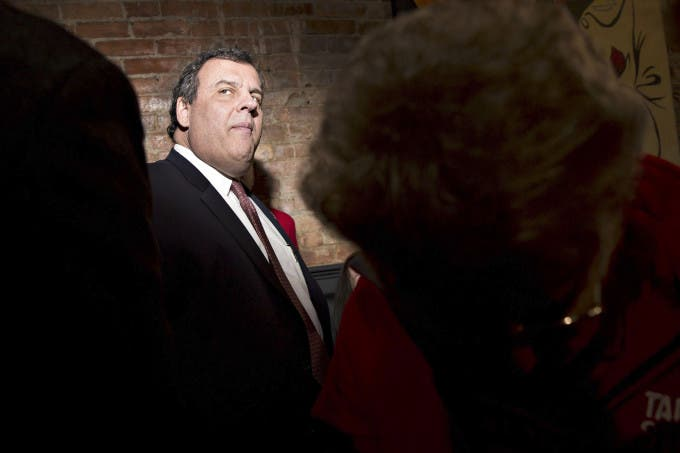 Chris Christie, governor of New Jersey and 2016 Republican presidential candidate, greets attendees during a campaign event at the Appanoose Rapids Brewery in Ottumwa, Iowa, U.S., on Friday, Jan. 29, 2016. Photographer: Daniel Acker/Bloomberg
