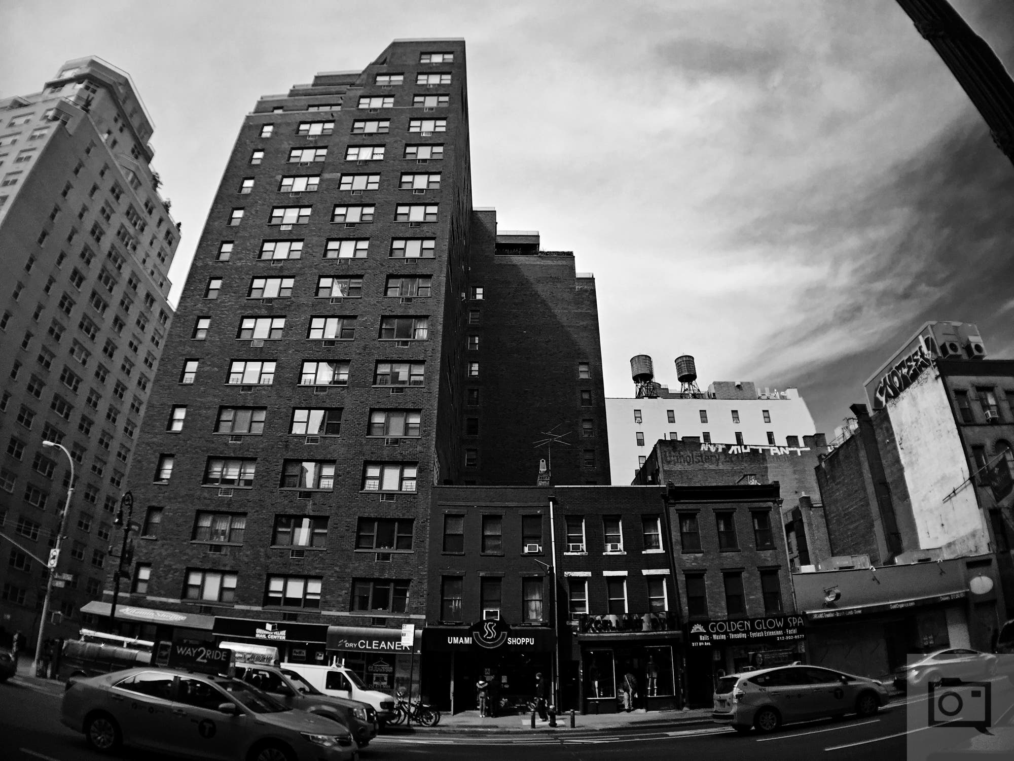 Creating High Contrast Black and White Photos With Your Smartphone