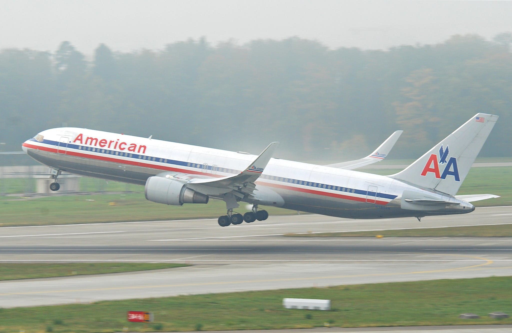 Photographer Records Struggle with American Airlines After $20,000 in Gear Damaged