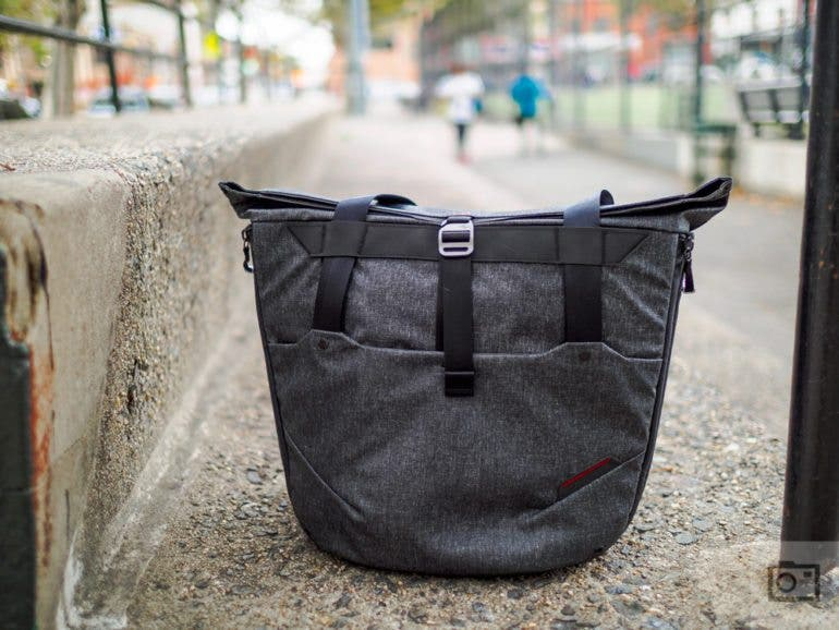 chris-gampat-the-phoblographer-peak-design-everyday-tote-bag-product-review-images-9-of-19iso-2001-200-sec