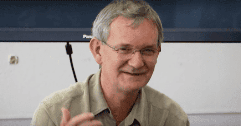 Magnum Photographer Martin Parr Offers Young Photographers Advice