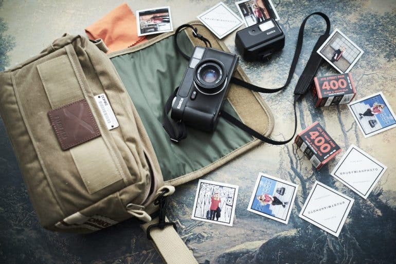 chris-gampat-the-phoblographer-essentials-the-analog-street-photographer-23mm-f2-iso-200-1-125s23fujifilmx-pro1-xf23mmf1-4-r-extras