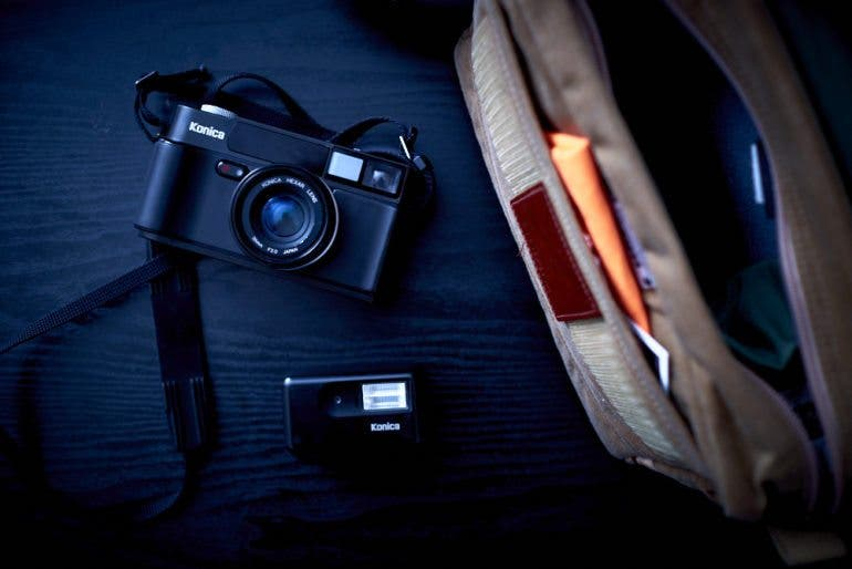 chris-gampat-the-phoblographer-essentials-the-analog-street-photographer-23mm-f2-iso-400-1-125s23fujifilmx-pro1-xf23mmf1-4-r-extras-2