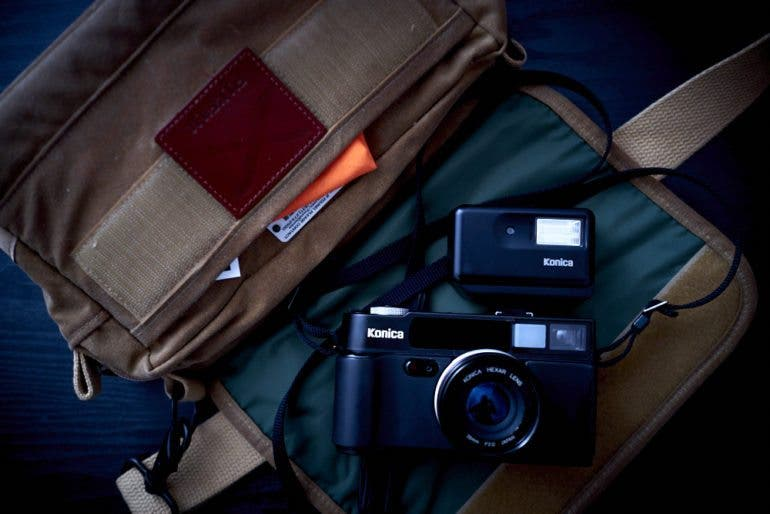 chris-gampat-the-phoblographer-essentials-the-analog-street-photographer-23mm-f2-iso-400-1-125s23fujifilmx-pro1-xf23mmf1-4-r-extras-3