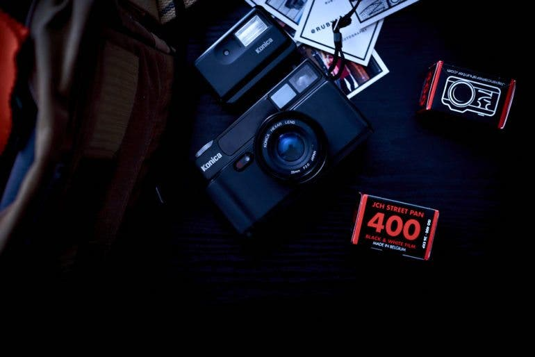 chris-gampat-the-phoblographer-essentials-the-analog-street-photographer-23mm-f2-2-iso-400-1-125s23fujifilmx-pro1-xf23mmf1-4-r-extras-1