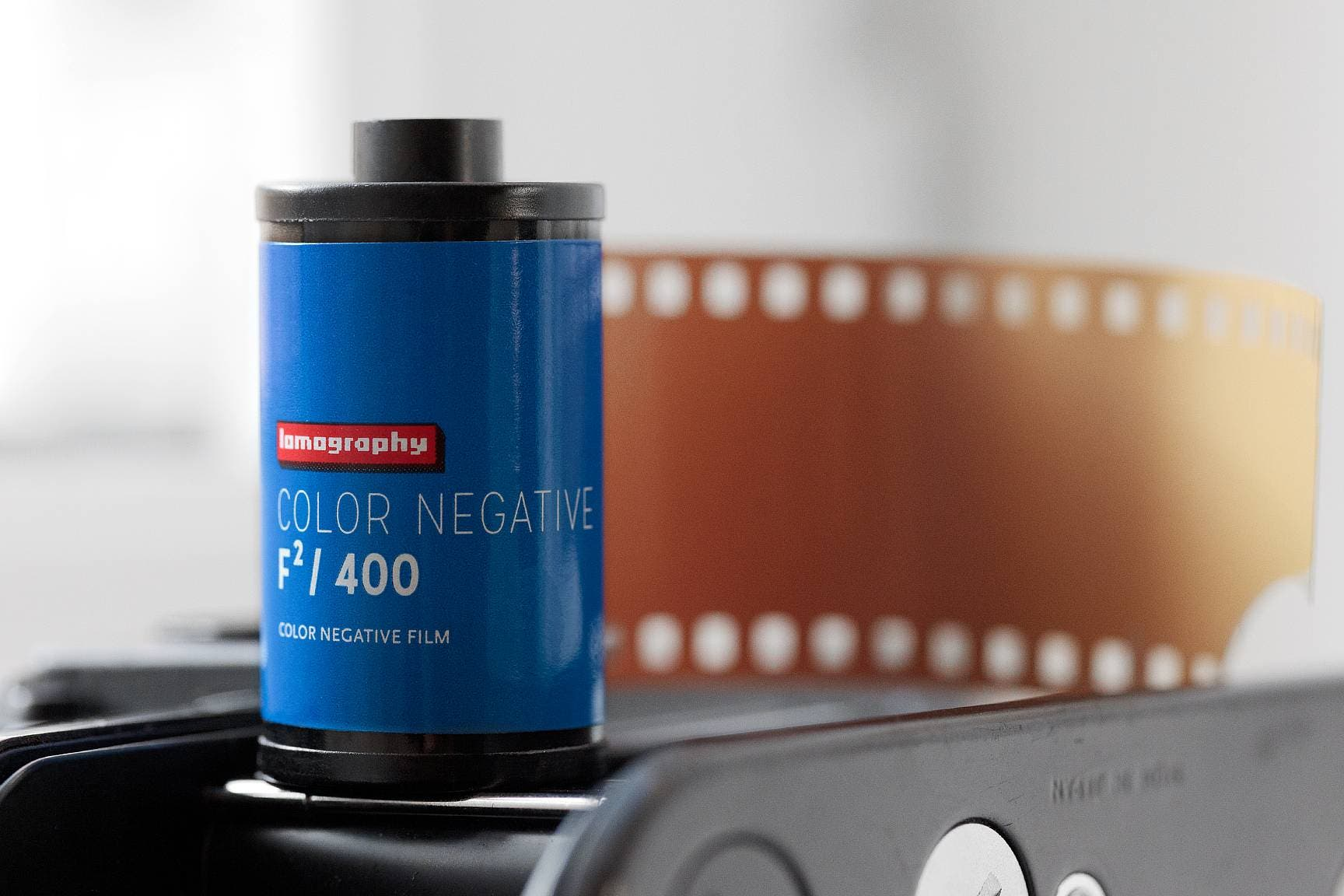 The New Lomography Color Negative F²/400 Film Is the Result of a Crazy Experiment