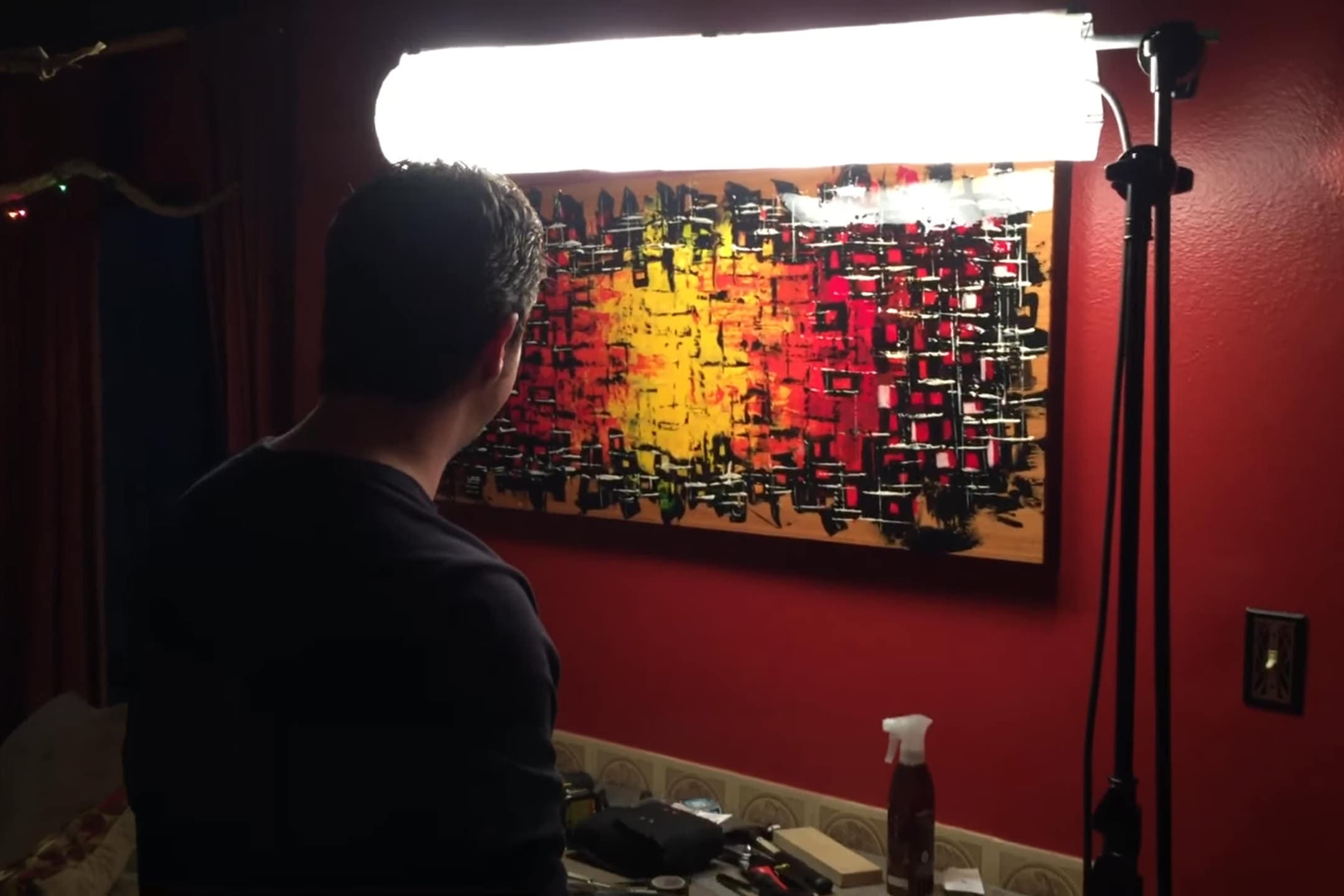 DIY 'Kinoflo' Lights Using Tungsten Bulbs