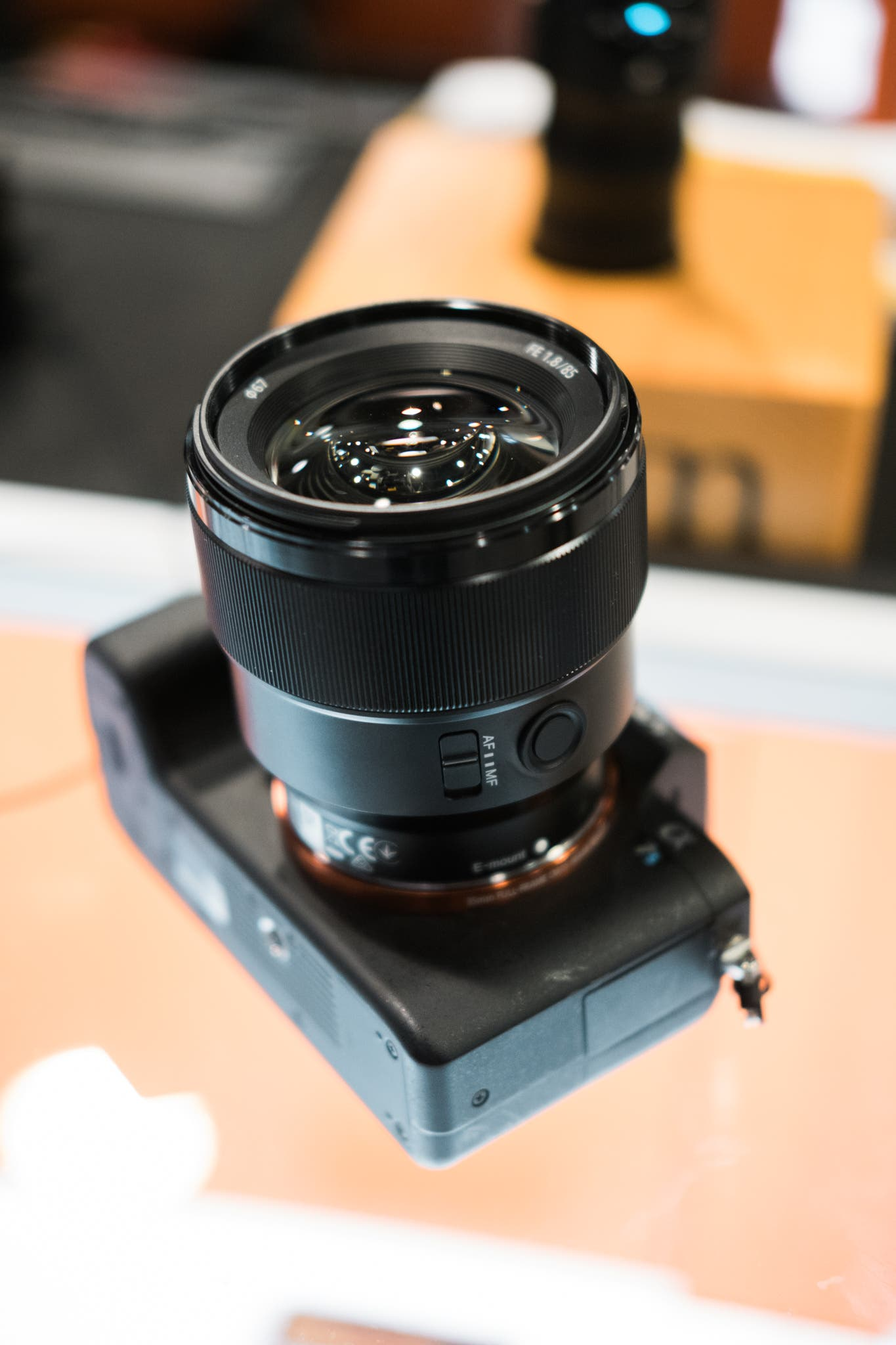 Review Sony 85mm F18 Fe E Mount Full Frame Nikon Af F18d The Takes On A Similar Design Language To Their Budget 50mm Only As You Would Expect Bit Longer Focus Ring Lens