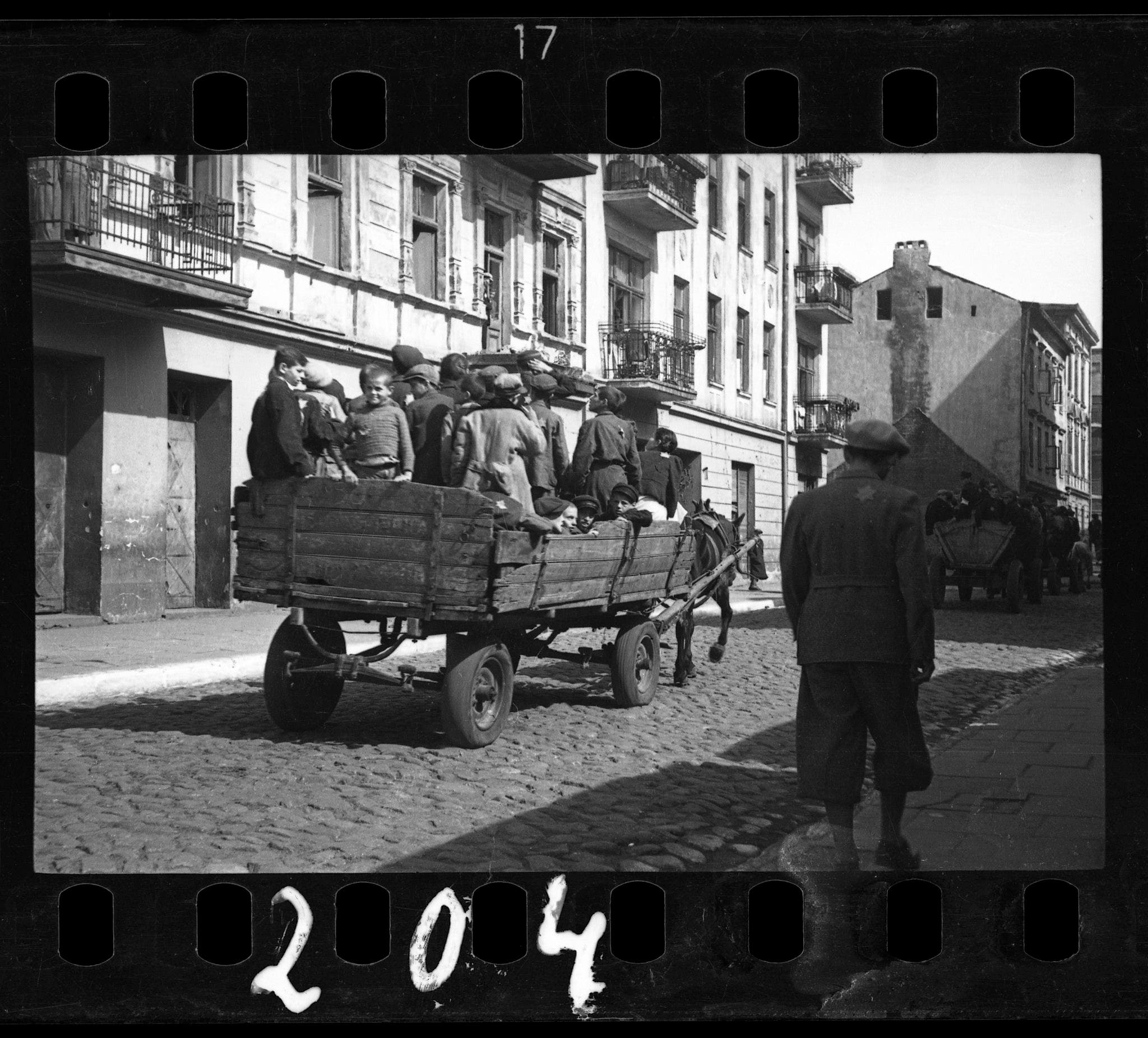 Henryk Ross: Documenting the Lodz Ghetto under German Nazi Rule