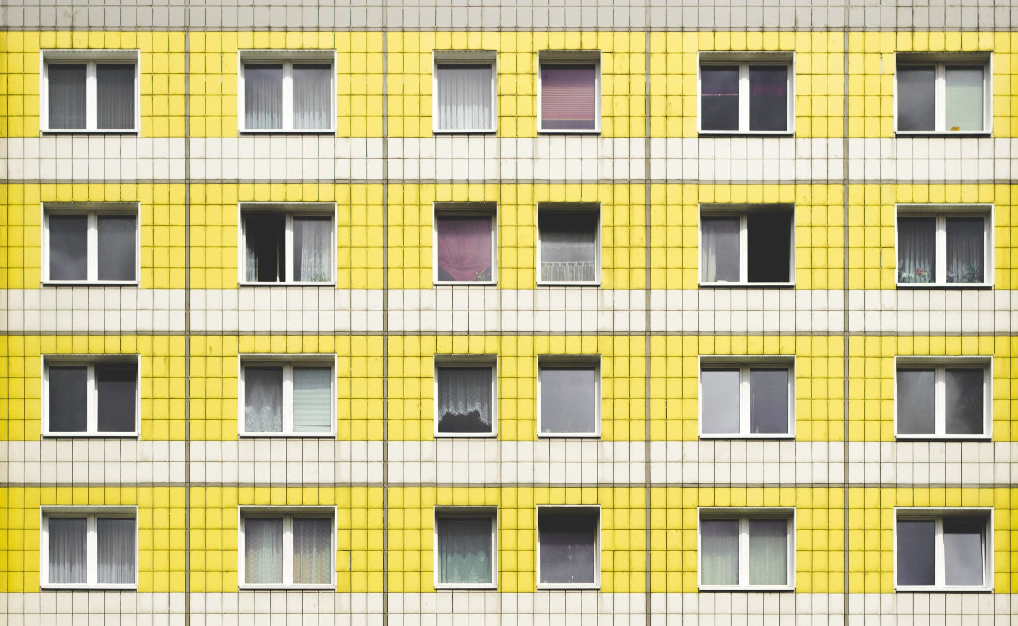 Thor Vermijlen: Photographic Serenity in Urban Geometry