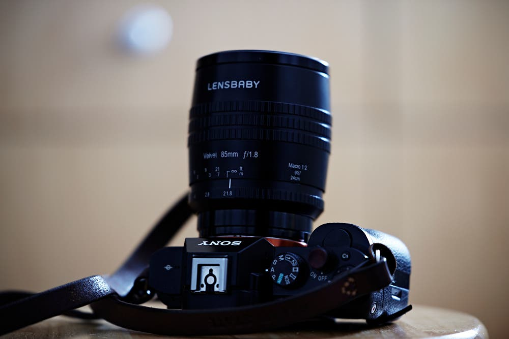 review lensbaby velvet 85mm f1 8 sony e mount full frame rh thephoblographer com Digital Cameras with Manual Focus Point a Camera On Manual Focus