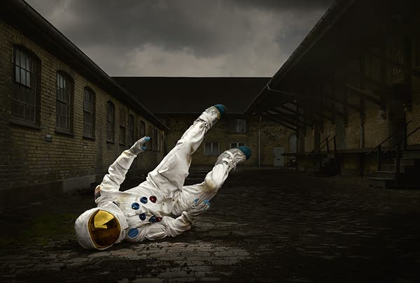 Ken Hermann Imagines the Story of a Spaceman's Crash Landing