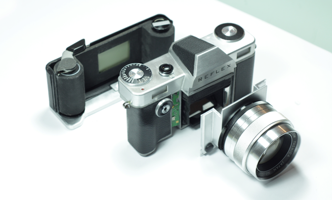 The Reflex Film SLR is Here with an Interchangeable Mount System!