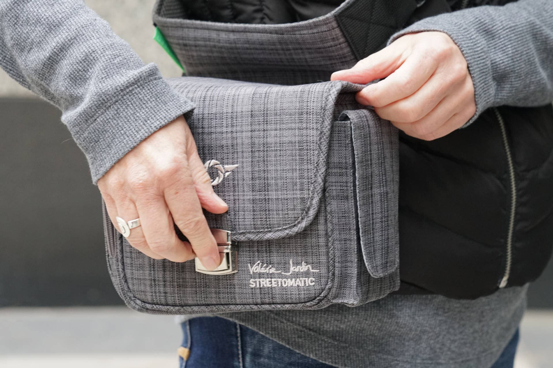 This Camera Bag Lets Photographers Support a Project for the Homeless