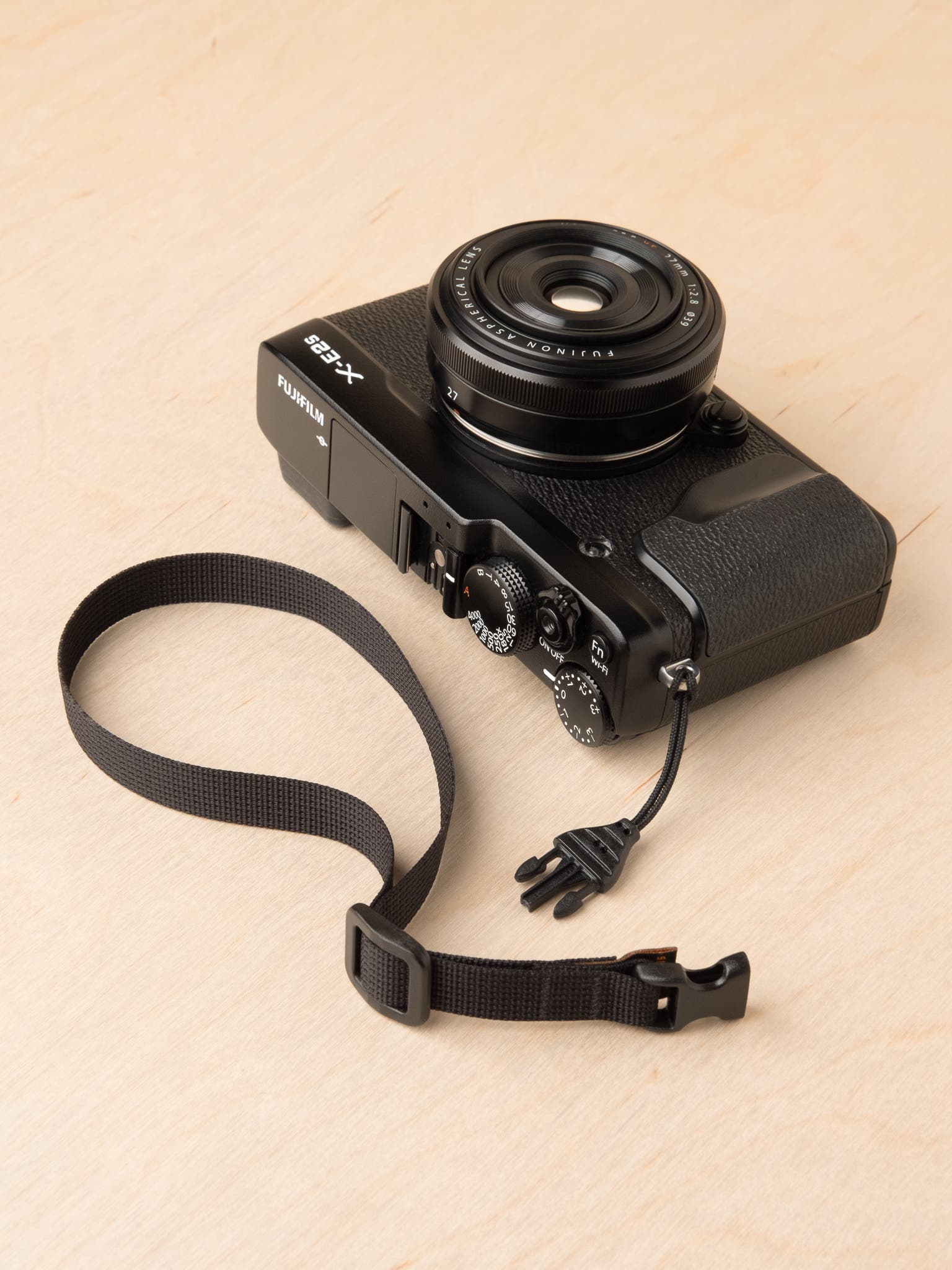 M1w Mirrorless Wrist Strap is the Simplest, No-Nonsense Strap for Mirrorless Cameras