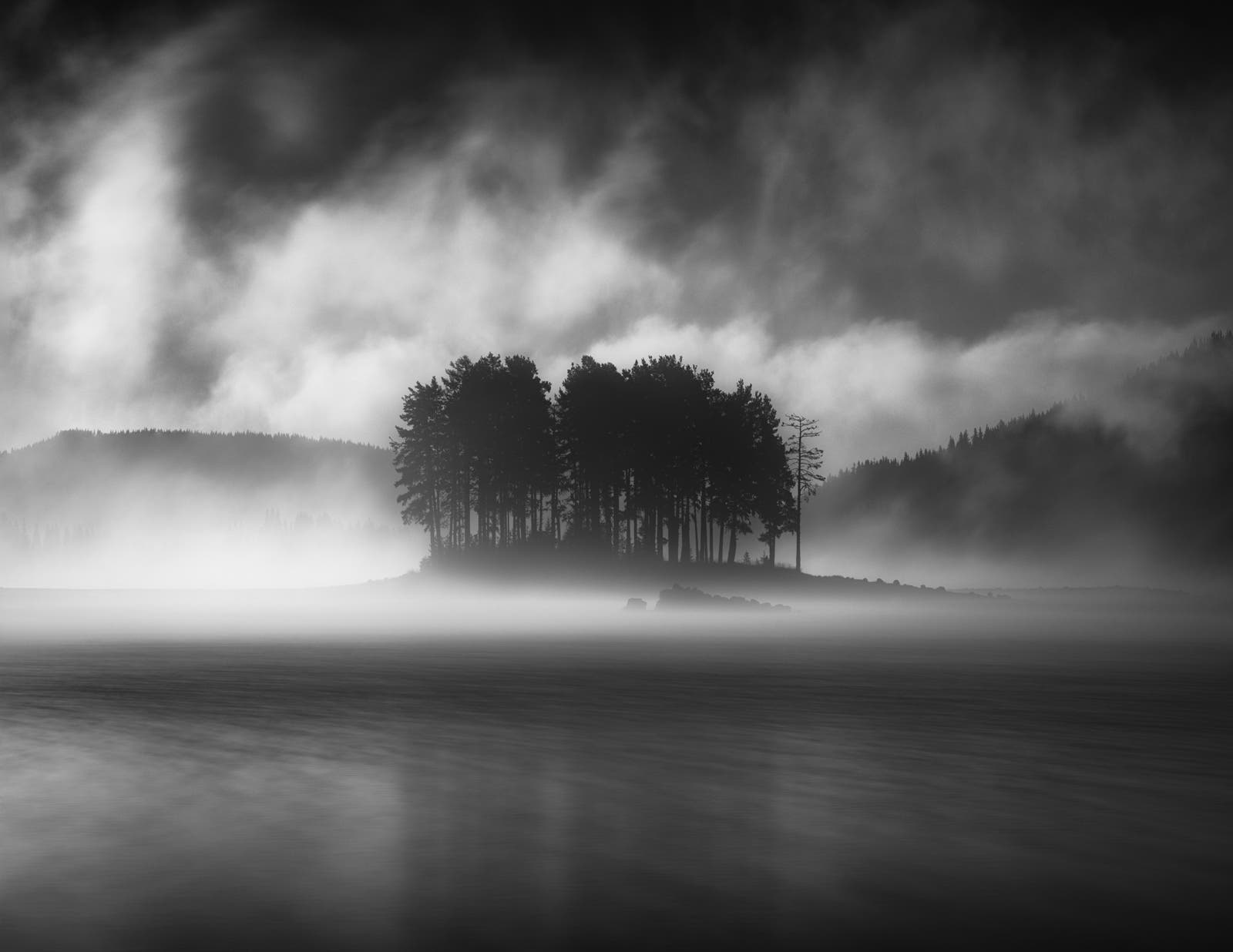 Emil Rashkovski Captures the Misty Autumn Mornings of Bulgaria's Shiroka Polyana