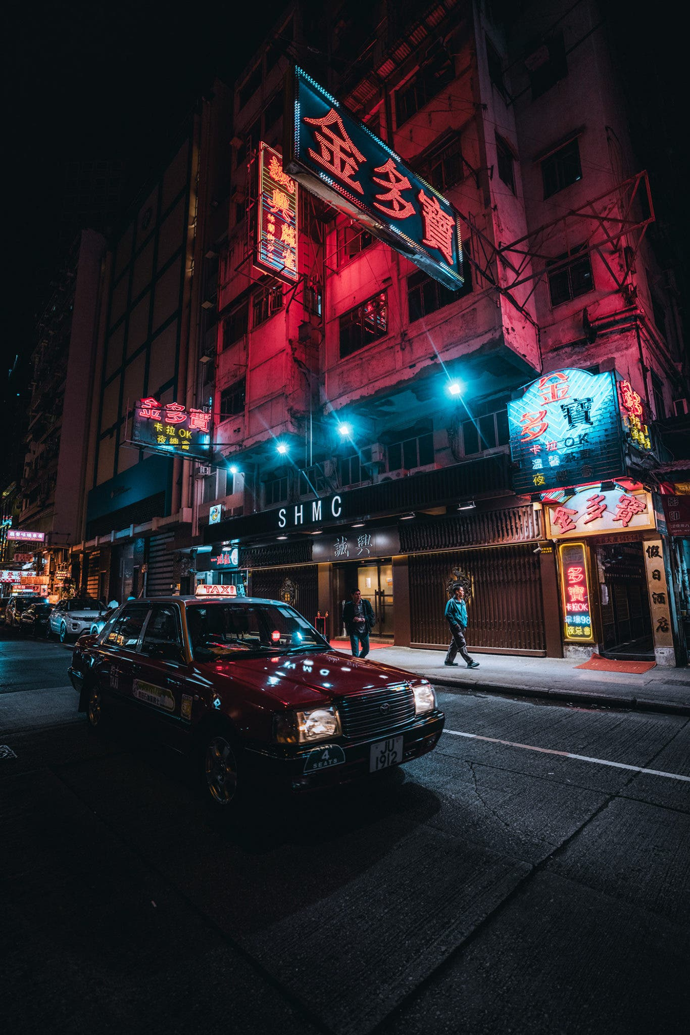 "19 Tones' ""Neon H-ART"" Showcases Hong Kong's Cinematic Nighttime Glow"