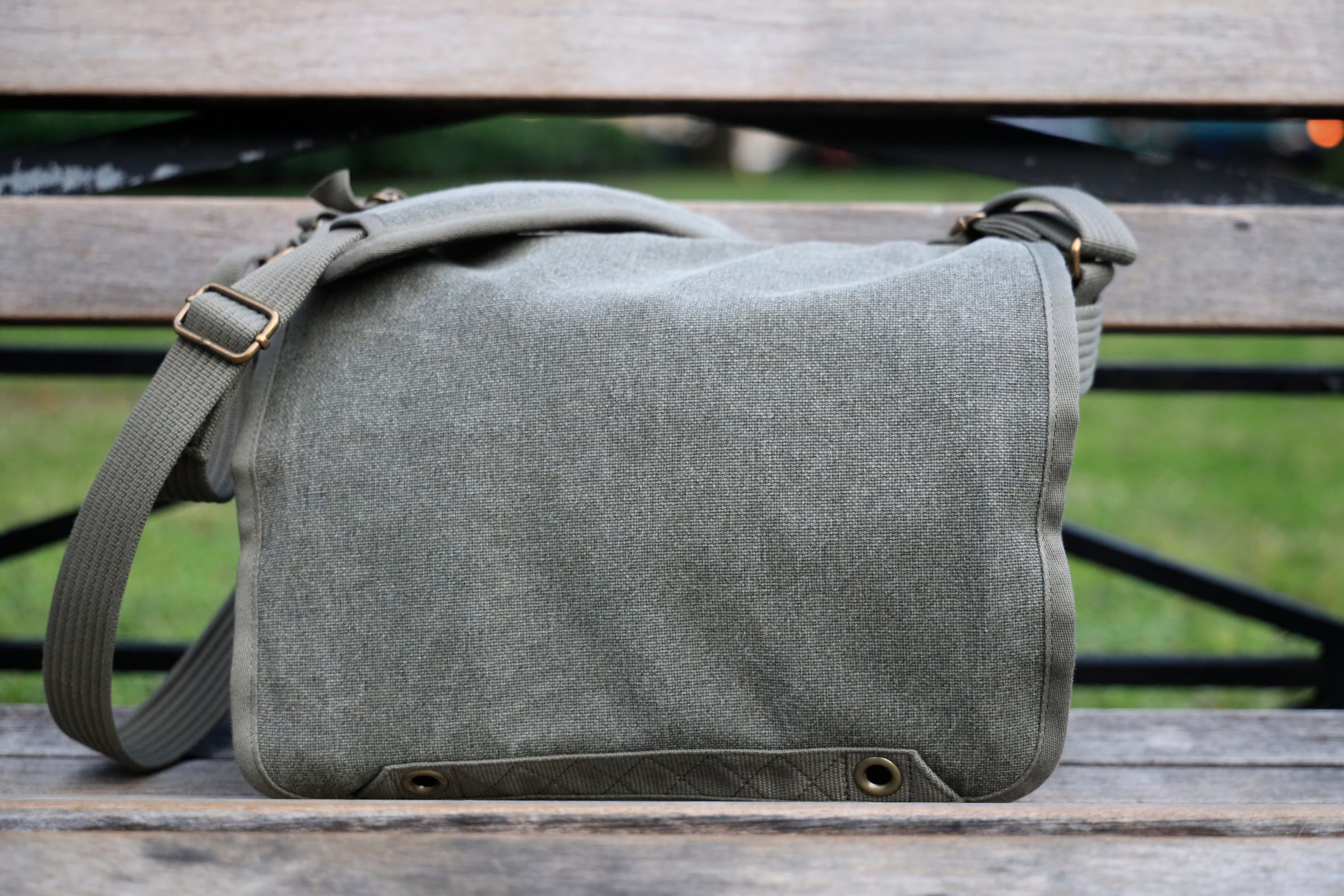 Camera Bag Review: Think Tank Retrospective 7 V2 (Just as Vanilla as the First)