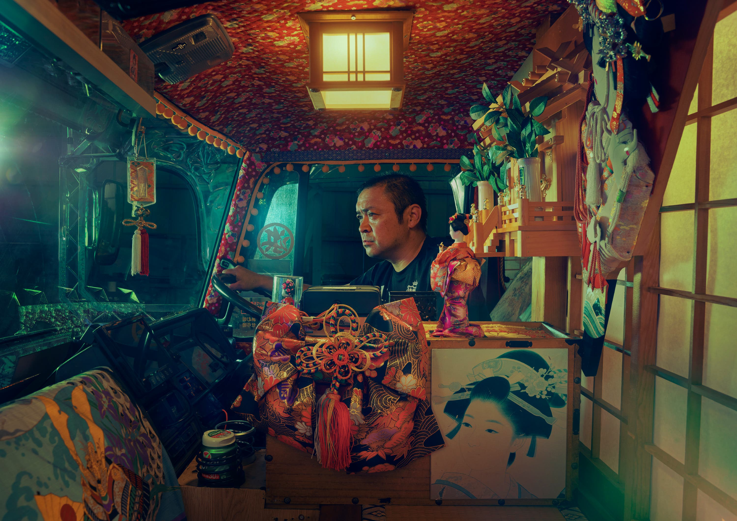 "Todd Antony Explores Japan's Unknown ""Dekotora"" Culture in Painterly Images"