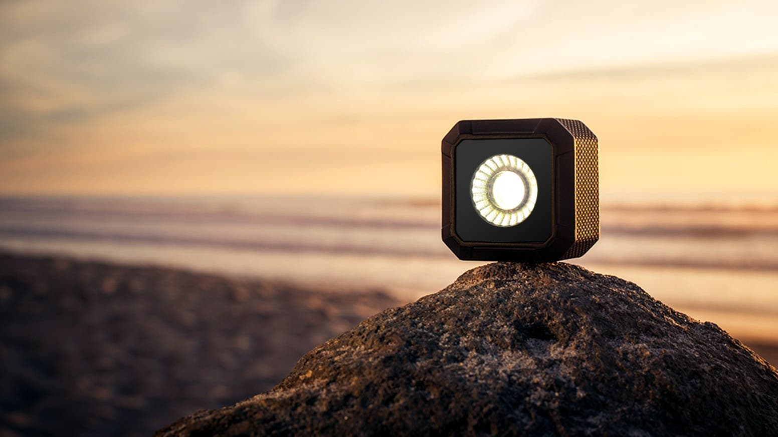 Lume Cube AIR is a New Versatile and Portable Lighting for Content Creators