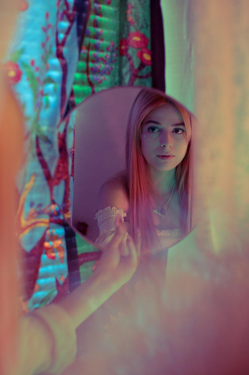 Stevie Iseral Uses Natural Light to Capture His Subjects' Natural Beauty