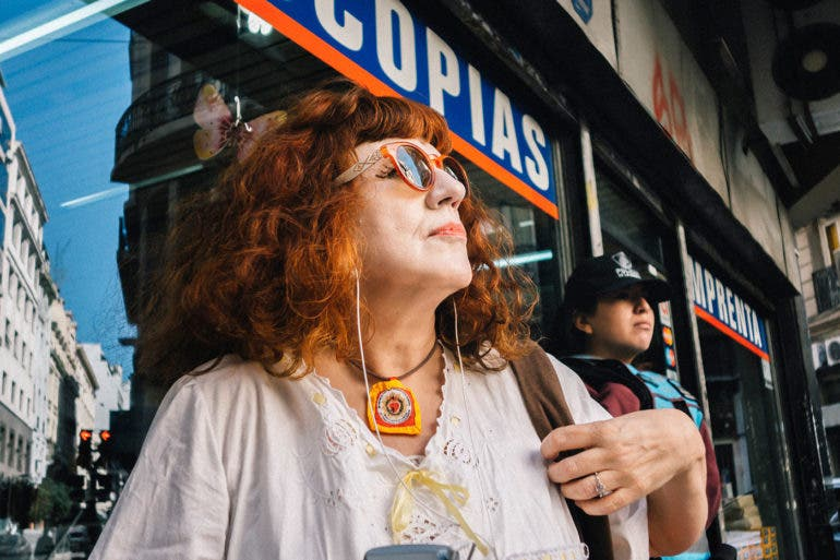Gustavo Rosas's Street Photography in Buenos Aires Shows Pops of Color