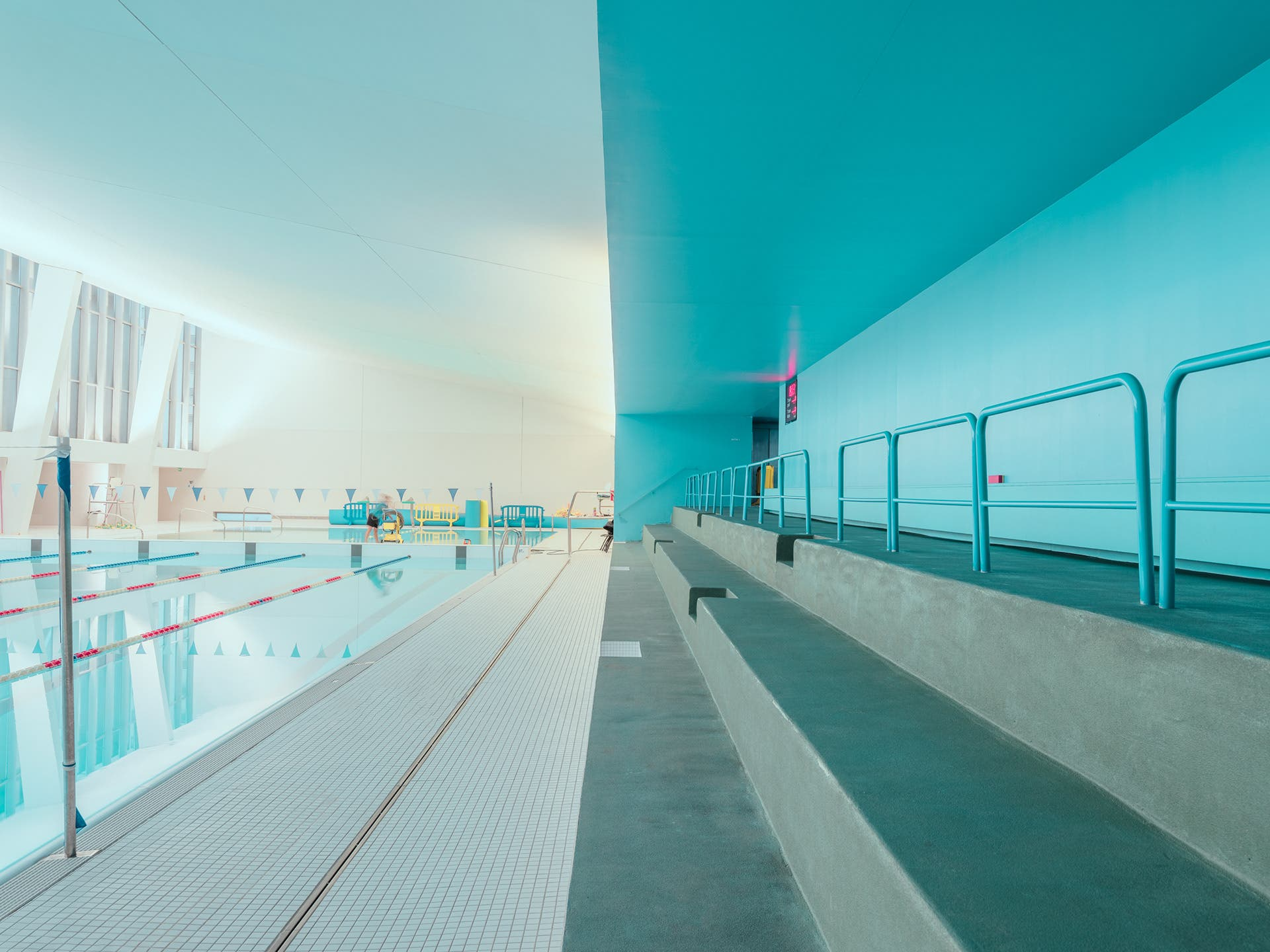 "Ludwig Favre Brings out Details in ""Architectural Swimming Pool"""