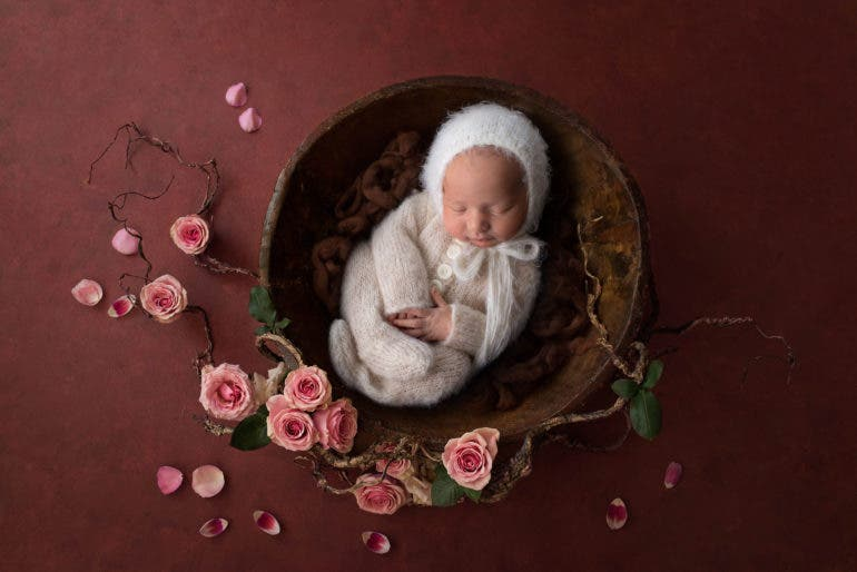 Creative and Heartwarming Newborn Portraits by Amanda Steinbacher