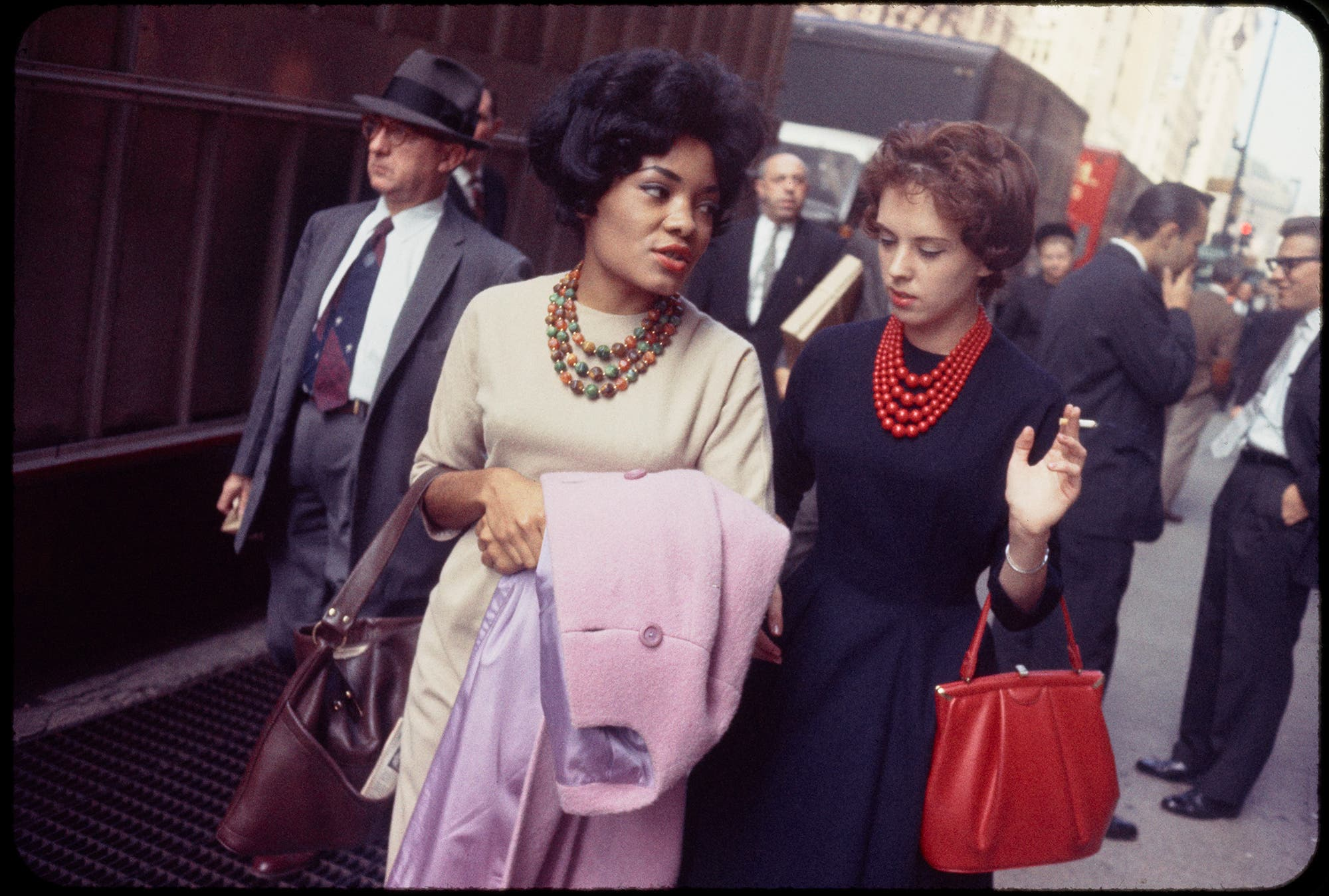 Garry Winogrand's Color Street Photo Exhibit is Enthralling and Confusing