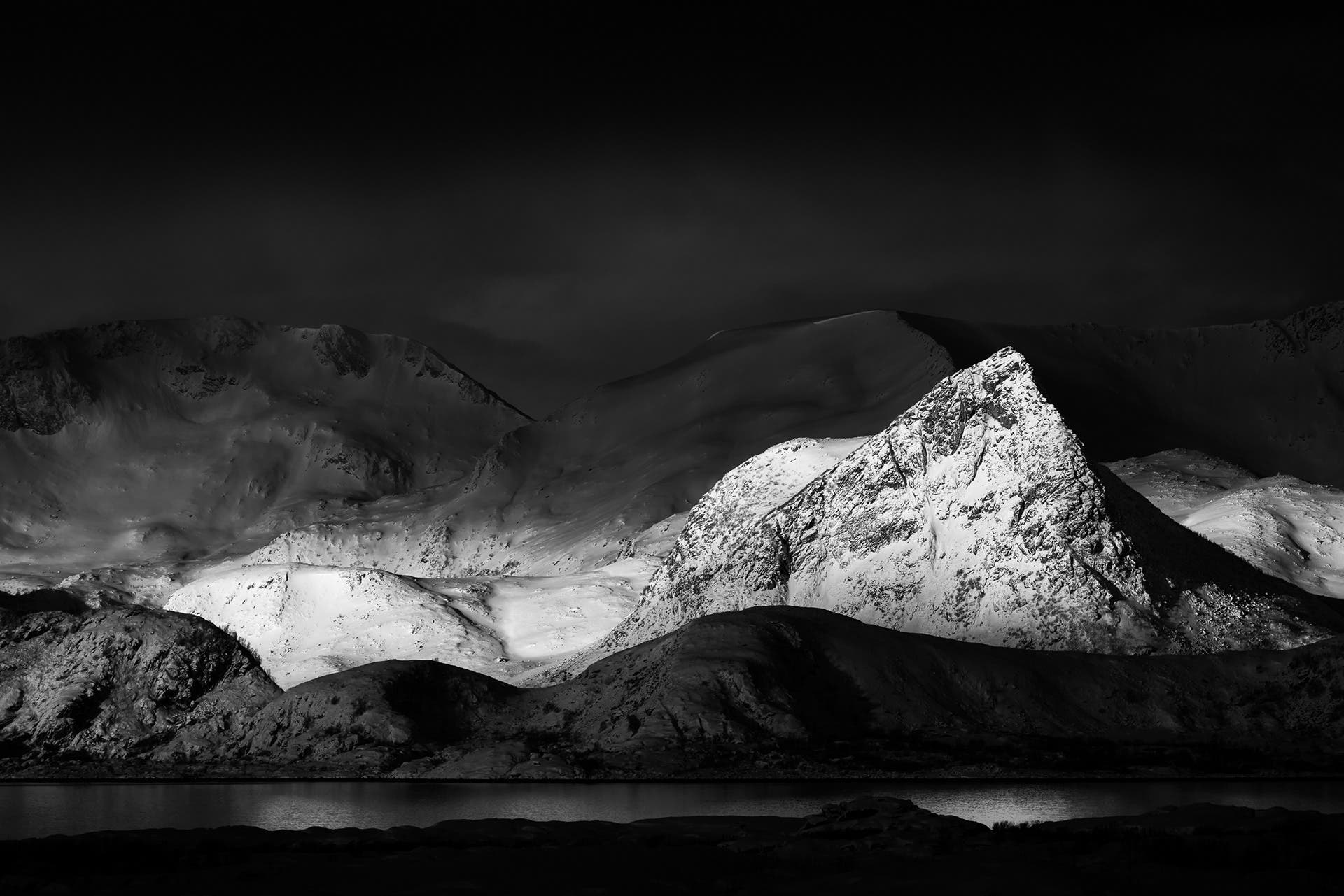 Damien Guiot Showcases Gorgeous Contrasts in Monochrome Landscapes