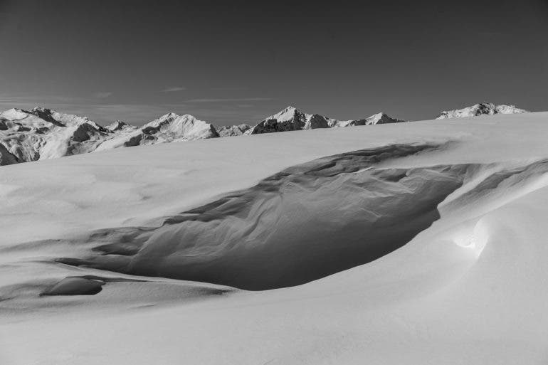 Andreas Urscheler: Minimalist Mountain Scenes in Monochrome