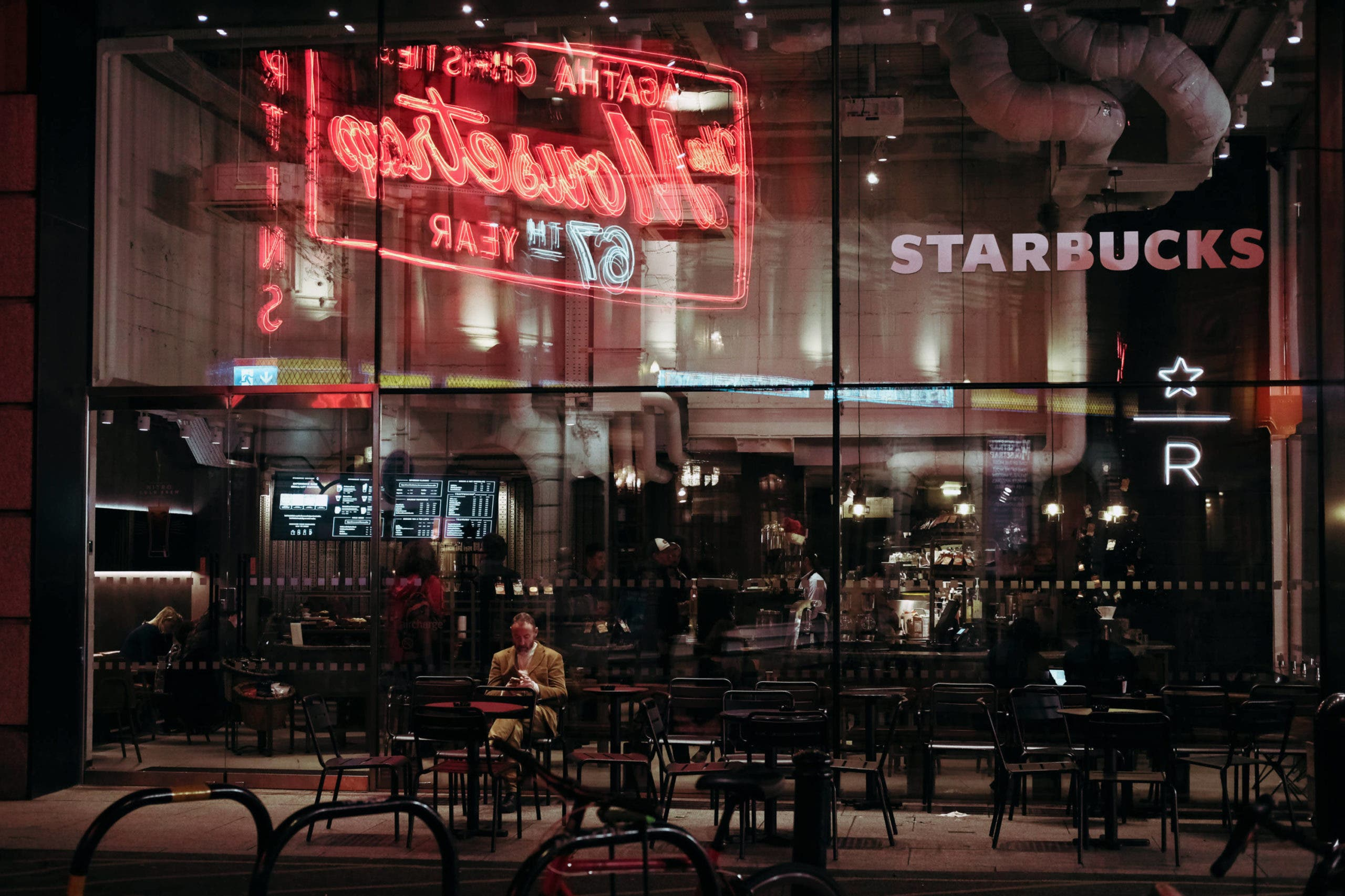 How to Shoot Street Photography at Night and Be Creative